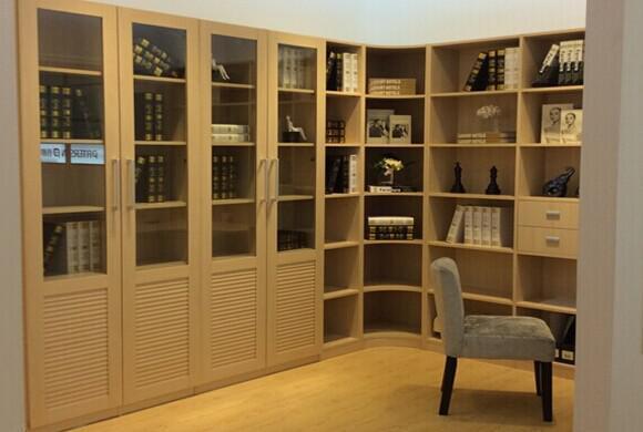 不规则的样式设计,反而多了一些装饰效果,改变了以往的书柜样式,更能图片